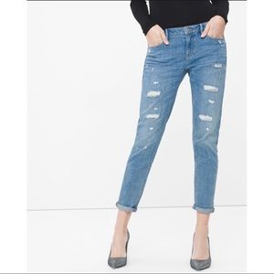 WHBM DESTRUCTED CHAIN GIRLFRIEND JEANS